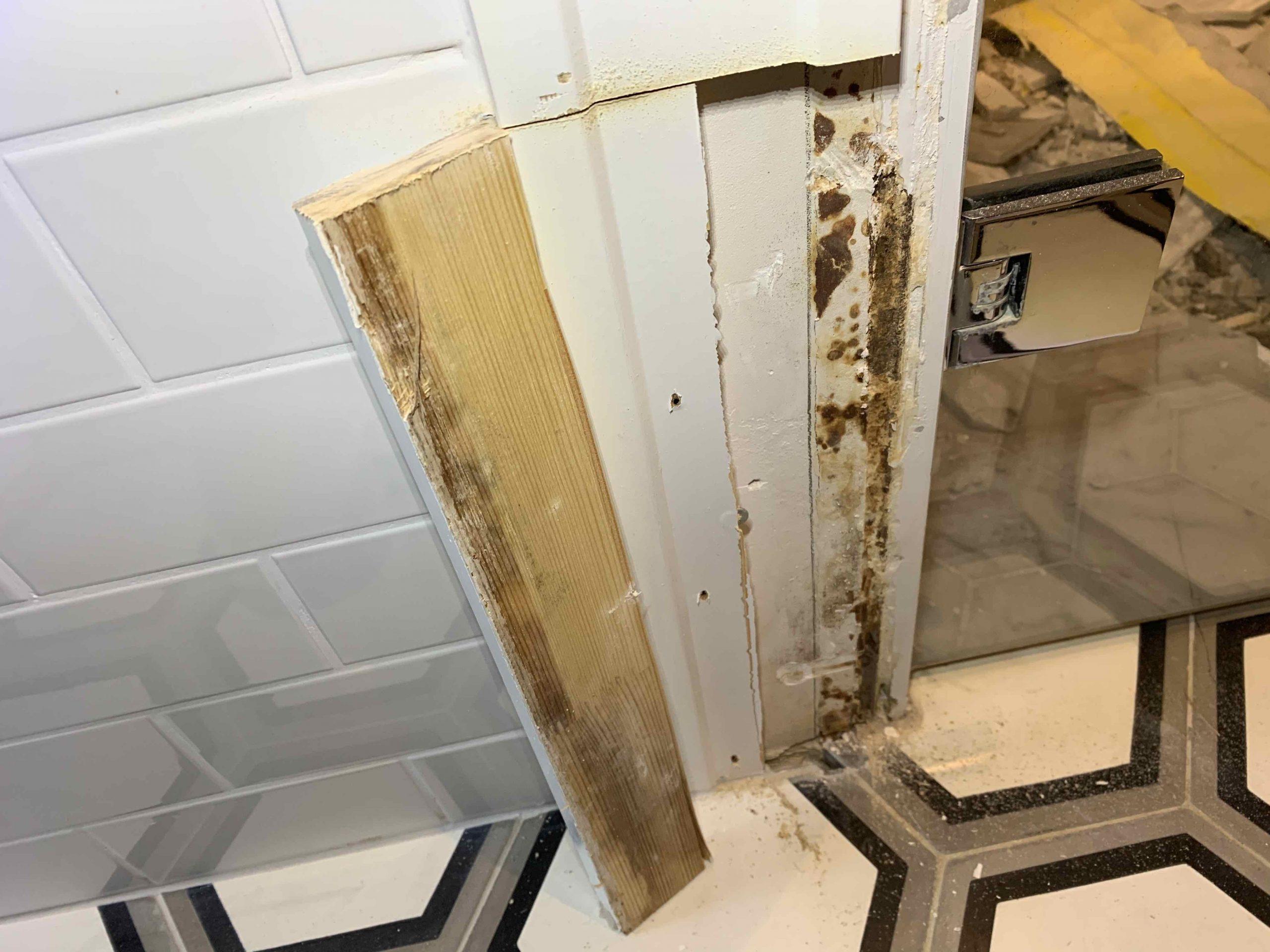 Vattenskada i badrum